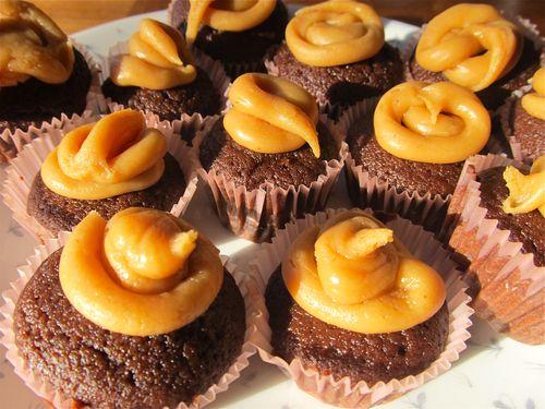peanut butter chocolate mini cupcakes